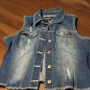 Maurice's Distressed Girls Vest SZ L Awfully Cute